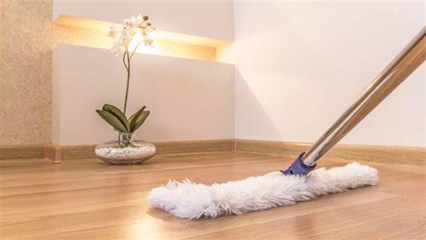 Como Limpar E Conservar Piso De Madeira 2 Quartos